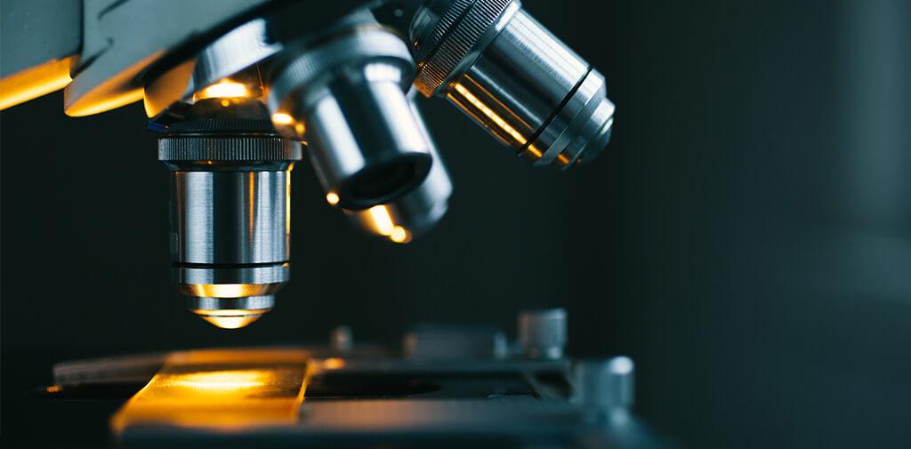 Mikroskop-PTA-Forschung-ist-die-beste-Medizin